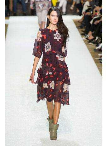 ... осінь-зима 2014 2015 займають легкі шифонові сукні з різноманітними  принтами. Вони виглядають як виклик осені. Чорне сукню від Chloe - це плаття -максі ... 1ef76c16e0ac8